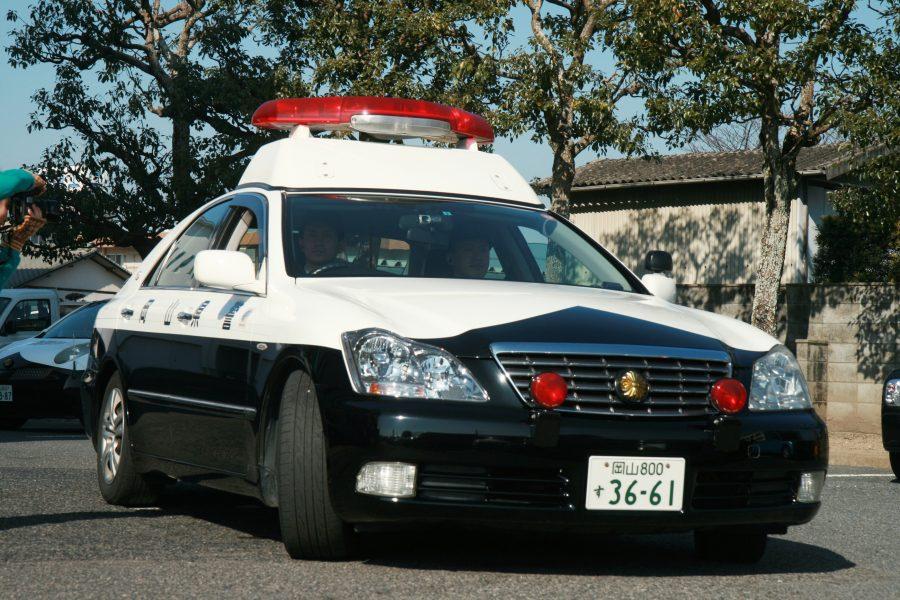 岡山県警察パトカー