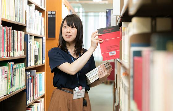 神戸大学附属図書館情報管理課情報システム係 松村 友花