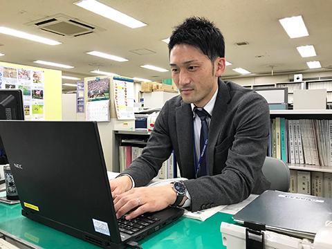 尼崎市政策部政策推進課職員